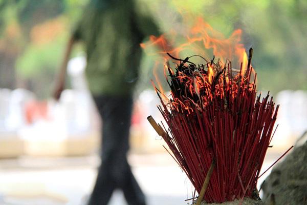 Nguyên nhân khiến bát hương bốc cháy