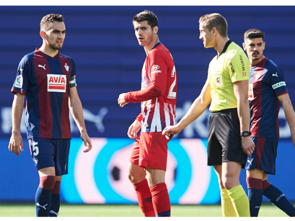 Trọng tài Tây Ban Nha bị treo còi vô thời hạn do đánh Morata