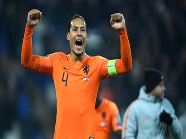 Liverpool đứng ngồi không yên, Van Dijk rời Hà Lan