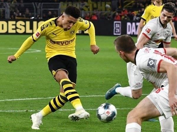 Sancho phá vỡ kỷ lục kéo dài 51 năm của Bundesliga