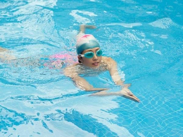 Hướng dẫn kỹ thuật thở trong bơi ếch cho người mới học