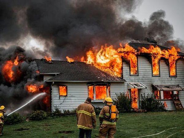 Mơ thấy cháy nhà thử vận may với cặp số nào? Là điềm gì?