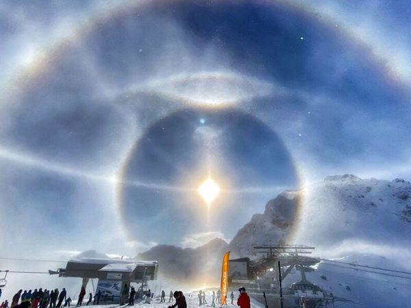Mơ thấy mặt trời đánh tất tay cặp số nào? Báo mộng điềm gì?